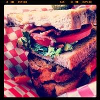 Foto tirada no(a) Griffintown Café por Lizzie M. em 2/18/2012
