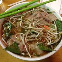 Foto scattata a Pho Sao Bien Vietnamese Restaurant da Peter W. il 4/11/2012