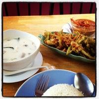 Photo taken at ร้านอาหาร ครัวท้ายซอย by Milky J. on 8/13/2012