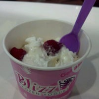 Photo prise au Blizz Frozen Yogurt par Paul M. le6/19/2012