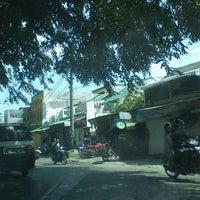 Photo taken at Mie Ayam Banyumas by Rd Muhamad K. on 3/25/2012