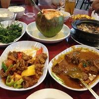 Photo taken at Kuan Yin Vegetarian Restaurant by Jenny W. on 4/11/2012