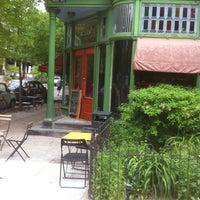 4/18/2012 tarihinde Steve H.ziyaretçi tarafından Green Line Cafe'de çekilen fotoğraf