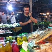Photo taken at ตลาดนัดหนองซ้ำซาก by τΘρρϓ ι. on 8/18/2012