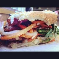 Foto scattata a Lee's Sandwiches da Chris E. il 6/6/2012