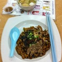 Photo taken at Restoran Yee Sang Sang (233美食中心) by Yo K. on 4/3/2012