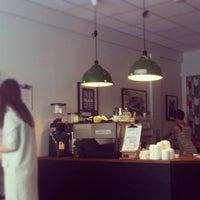 Das Foto wurde bei Good Life Coffee von Bogdana G. am 7/8/2012 aufgenommen