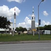8/12/2012 tarihinde Turk S.ziyaretçi tarafından Rocket Park (NASA Saturn V Rocket)'de çekilen fotoğraf