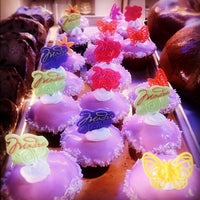 Foto tomada en La Nueva Bakery por John W. el 5/13/2012