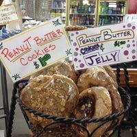 Foto tomada en Gus's Grocery por John A. el 6/15/2012