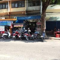 3/17/2012 tarihinde Praphan S.ziyaretçi tarafından ราดหน้าเจริญกรุง'de çekilen fotoğraf