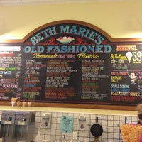 Photo taken at Beth Marie's Old Fashioned Ice Cream & Soda Fountain by luiz on 6/17/2012