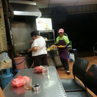 Photo taken at Char Kuey Teow Auntie Gemok by Shafiq A. on 7/10/2012