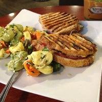 3/9/2012 tarihinde Erika D.ziyaretçi tarafından Boston Common Coffee Company'de çekilen fotoğraf