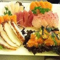 Foto tirada no(a) Kanzen Sushi e Temakeria por Alessandra L. em 7/26/2012