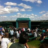Das Foto wurde bei Aorangi Terrace (Murray Mound / Henman Hill) von Julian H. am 6/29/2012 aufgenommen