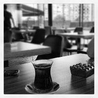 5/24/2012 tarihinde Bülent A.ziyaretçi tarafından Atrium Teras Pub & Karaoke'de çekilen fotoğraf