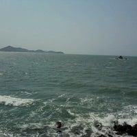 Foto tirada no(a) Praia da Ribanceira por Patricia G. em 9/7/2012