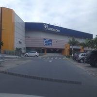 Foto tirada no(a) Supermercado Angeloni por Helena Cunha em 6/2/2012