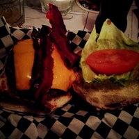 Foto scattata a Tizzy's NY Bar & Grill da Laura L. il 2/18/2012
