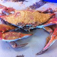 5/28/2012 tarihinde Nick K.ziyaretçi tarafından Crab Corner'de çekilen fotoğraf