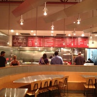 Photo taken at Chipotle Mexican Grill by DAVID R. on 7/26/2012