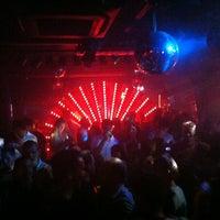 Das Foto wurde bei Paradiso Tanzbar von Phil L. am 8/5/2012 aufgenommen
