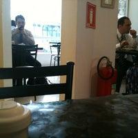 Foto tirada no(a) Melk Restaurante por Ariana S. em 2/27/2012