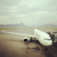 Photo taken at Gate 70 by 小倩 钟. on 8/26/2012