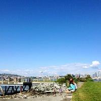 Photo prise au Alki Beach Path par Amber H. le5/26/2012