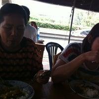 Photo taken at ข้าวแกงนครศรี by การ์ตูน ต. on 5/6/2012