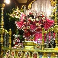 Photo prise au Radha Govinda Mandir par Shruti K. le7/29/2012