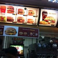 Foto tirada no(a) McDonald's por Alexandre S. em 4/2/2012