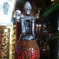 Das Foto wurde bei Rogue Hall von Jeri B. am 8/4/2012 aufgenommen