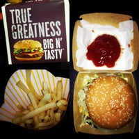 8/6/2012 tarihinde Maureen V.ziyaretçi tarafından McDonald's'de çekilen fotoğraf