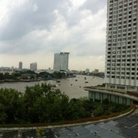 Photo taken at Shangri-La Hotel, Bangkok by Puntha R. on 8/4/2012