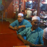 Photo taken at Nuri Tomyam Seafood by Zolkhibri on 5/16/2012