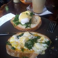 6/19/2012 tarihinde Emilie L.ziyaretçi tarafından Bucket Cafe'de çekilen fotoğraf