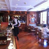 2/4/2012 tarihinde Rodrigo M.ziyaretçi tarafından Pastelería Mozart'de çekilen fotoğraf