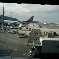 Photo taken at Gate B1B by Tuay N. on 7/22/2012