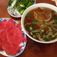 Photo taken at Phở Huỹnh Hiệp 2 - Kevin & Chris's Noodle House by Dee C. on 7/20/2012