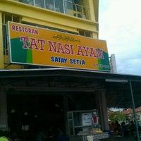 Photo taken at Restoran Tat Nasi Ayam by Dark Y. on 7/11/2012