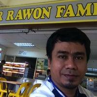 Photo taken at Mr Rawon Family Restaurant by 😏Uosli🌙Arsad😏 on 2/25/2012