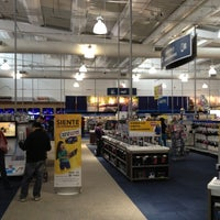 Photo taken at Best Buy by Hector B. on 8/12/2012