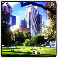 7/18/2012 tarihinde Michal K.ziyaretçi tarafından Yerba Buena Gardens'de çekilen fotoğraf