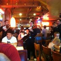 Foto tomada en La Parrilla Mexican Restaurant por Kriston S. el 3/18/2012
