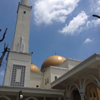 Photo taken at Masjid As-Salam (مسجد السلام) by Awi A. on 4/18/2012