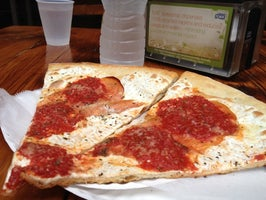 House of Pizza & Calzones