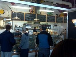 Dimo's Deli & Bakery