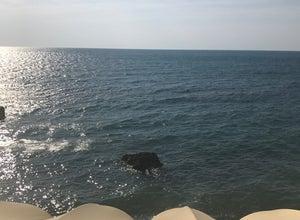 Пляж Вилла Мишель / Villa Mishel Beach